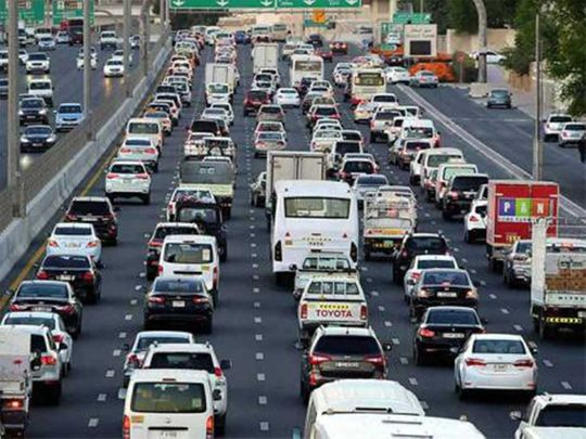 Accident involving multiple cars delays traffic in Dubai
