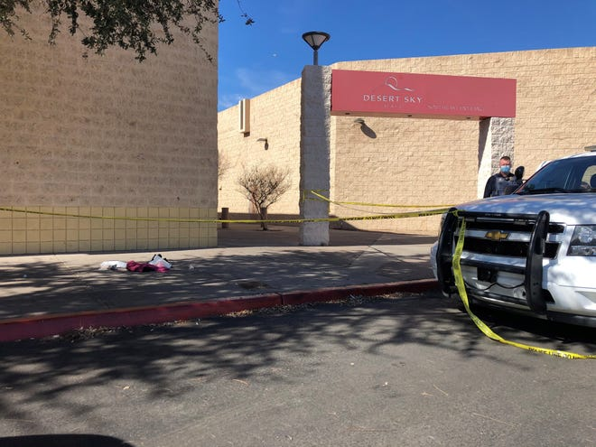 1 dead, 4 injured in Valentine's Day mall shootings in Phoenix and North Charleston, South Carolina