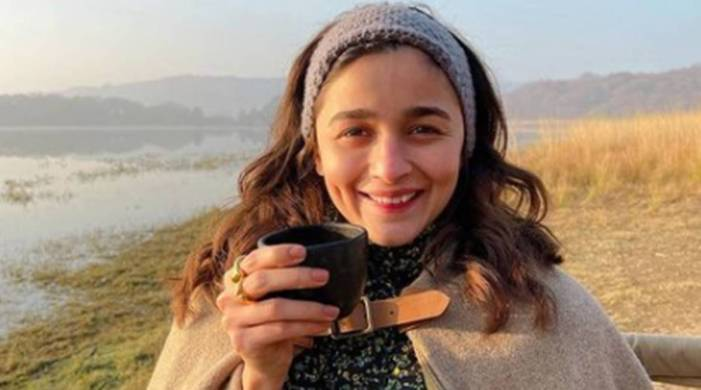 Alia Bhatt opens up on her two favourite foods, skipping breakfast, makeup and lot more