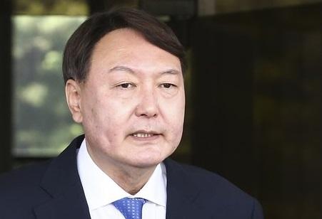 Yoon-makes-Korean-tycoons-sweat