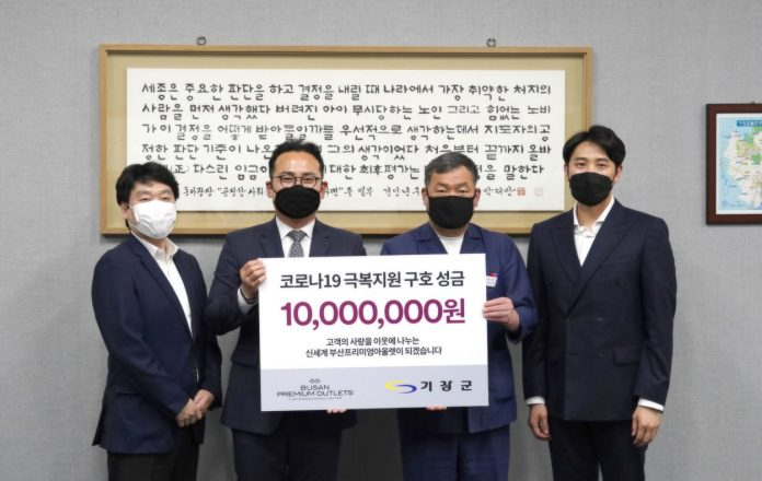 Shinsegae-Simon-donates-to-a-Busan-county