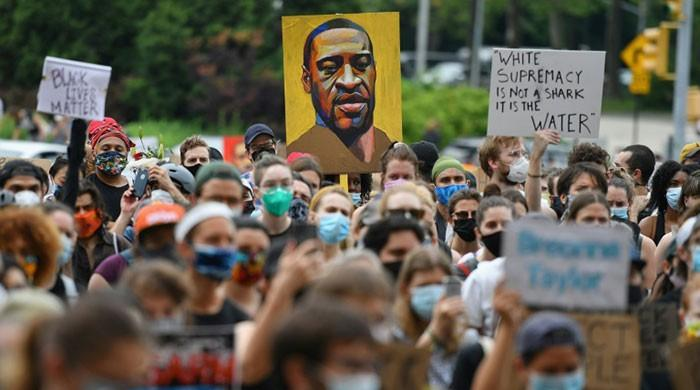 US protesters smell foul play after black man found hanging from tree