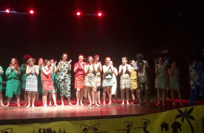 Une cinquantaine de danseuses au spectacle de fin d'année de l'asso Daradji