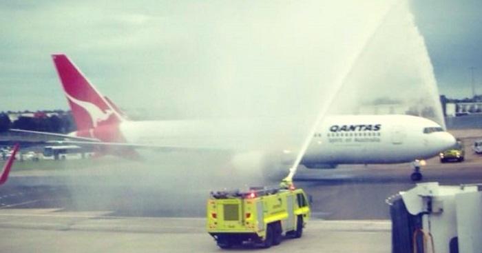 Qantas B767_Farewell_plane 27dez2014