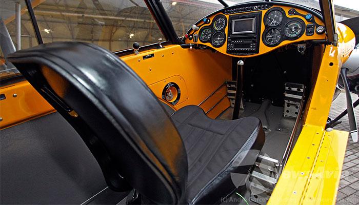 CarbonCub_Cockpit-pormenor
