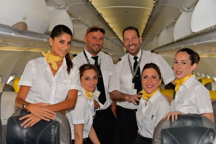 A tripulação do primeiro voo da Vueling na rota Barcelona-Faro.