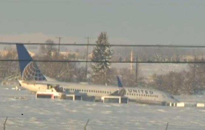 oento e que os passageiros era retirados do avião, depois de tere sido escavadas vias de acesso através dos bancos de gelo.