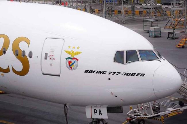 Emirates B777-300ER SLBenfica02 900px