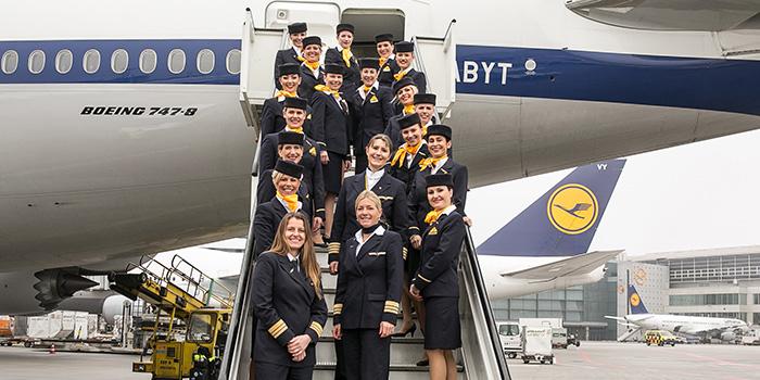 Voo---LH400-Boeing-747-8-Voo-totalmente-no-feminino-2