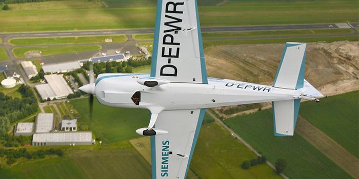 Extra-330LE---Siemens-voo