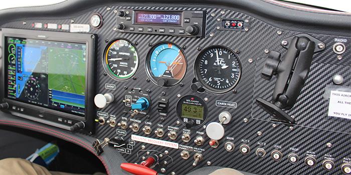 interior-sonaca-piloot-en-vliegtuig-photo