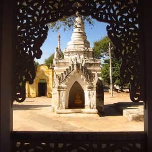Shwe Zi Gone Pagoda em Bagan