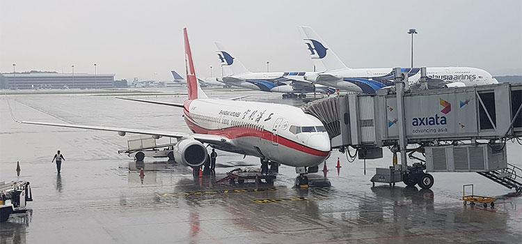 Figura 3: Boeing 737 da Shanghai Airlines e A380 da Malaysia Airlines em KUL