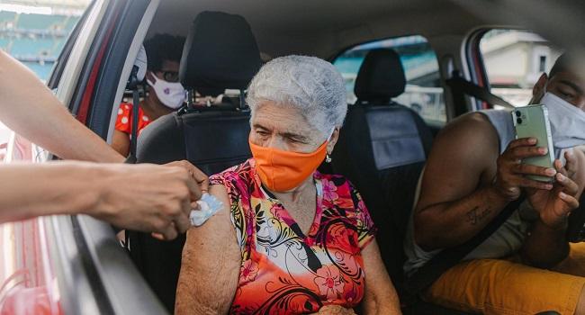 Salvador inicia aplicação da 3ª dose para pessoas com 60 anos ou mais nesta  terça -