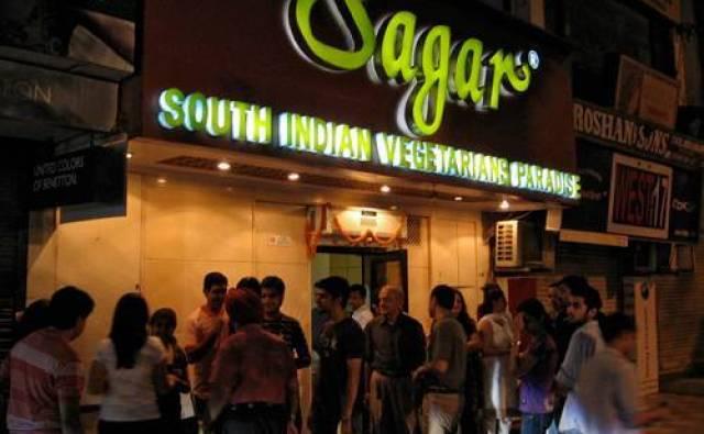 सहर रत्ना-सर्वोत्तम-दक्षिण-भारतीय-रेस्तरां-डेल्ही_मेज