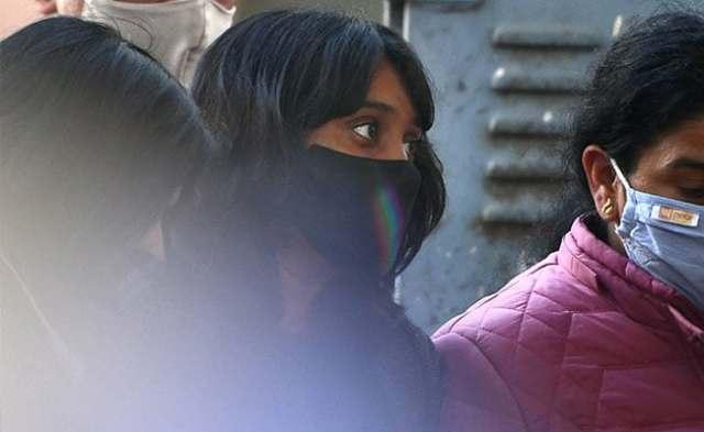 टूलकिट केस: एक्टिविस्ट दिशा रवि दिल्ली पुलिस के साइबर सेल ऑफिस पहुंचती हैं