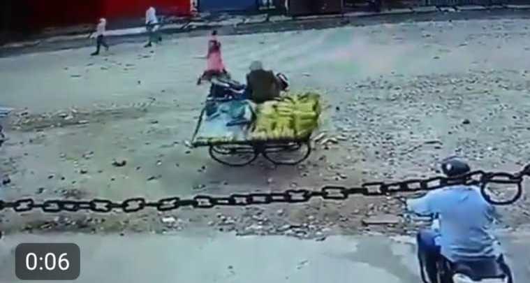 Policeman suspended for harassing vendor