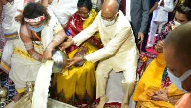 President offers prayer at Kashi Vishwanath Temple