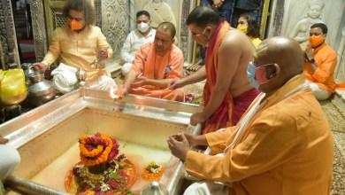 CM Yogi offers prayer at Kashi Vishwanath Temple