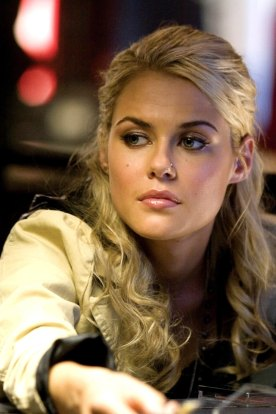 rachael-taylor-as-maggie-in-dreamworks-transformers-2007
