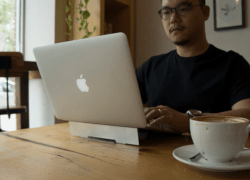 Veego is an ergonomic laptop stand that helps users relieve neck and shoulder strain by lifting the laptop screen by two inches.