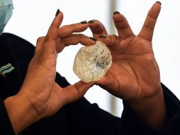 Botswana First Lady Neo Masisi show off a 1,098-carat diamond unearthed by Debswana mining company
