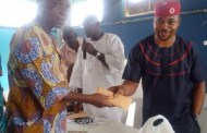 MC Oluomo doles out cash, gift items to APC members in Oshodi
