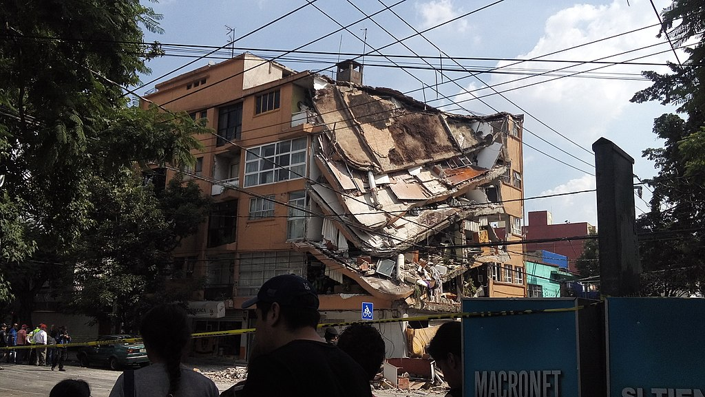 Building collapse in Mexico City, September 2017. Photo credit: AntonFran/Wikimedia Commons