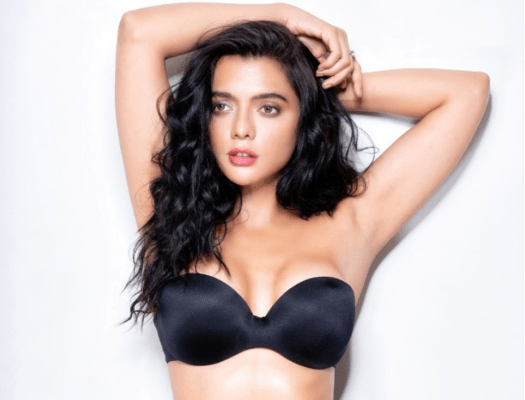 Ruhi singh share-her-bold-pictures-on-social-media