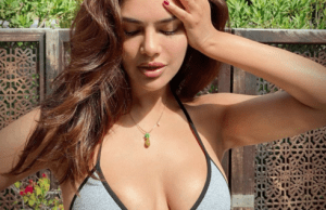 Esha gupta look Glamorous in latest picture amid coronavirus