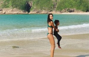 lisa haydon pose in bikini with son on beach- newsdezire