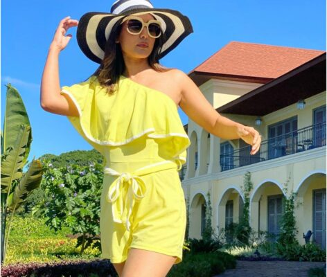 Hina Khan looks like an absolute diva in this yellow coloured jumpsuit