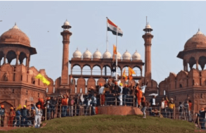 farmers-tractor-rally-protesters-enter-red-fort-complex-hoist-flag