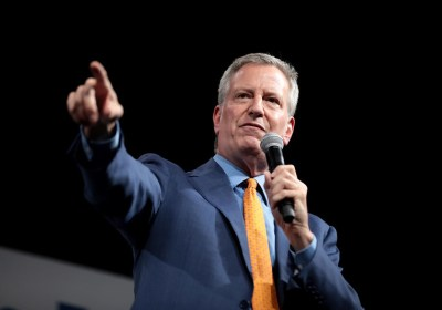 De Blasio agrees to cut $1 billion from New York police budget