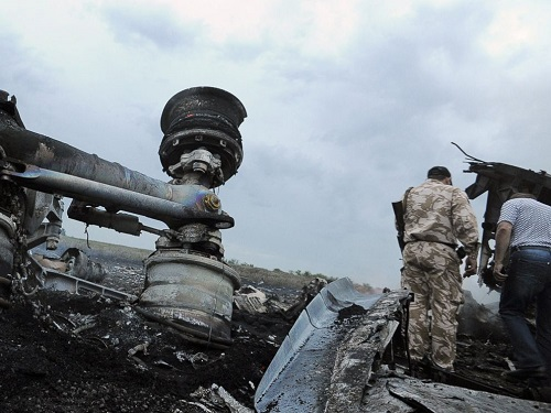 gty_ukraine_plane_crash_wreckage_wheels_jc_140717_4x3_992