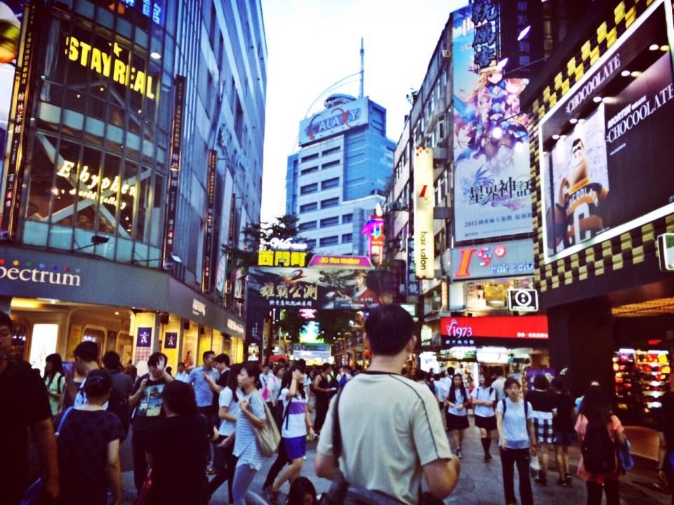 Hustle & bustle in Taipei city, love it.