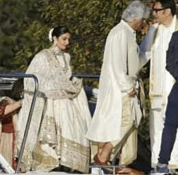 भाई की शादी में खूबसूरत गेटअप में दिखीं रणवीर की बहन, इस लुक में थे दीपिका के पापा