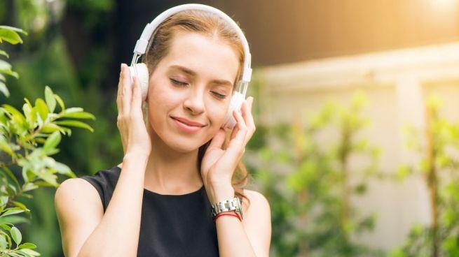 curtindo ouvir rádio