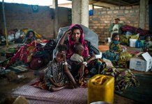 Hajara, 19, and her children await their first hot meal in over two months. They arrived at the Dosseye refugee camp in Chad the previous day after fleeing violence in Central African Republic. UNHCR/C.Fohlen