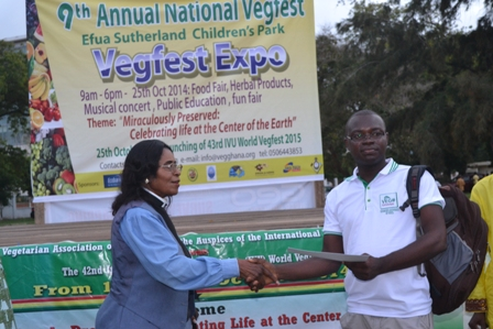 Rev. Dr. Mrs Rosa Mills, Chairperson of Vegfest Expo presenting a certificate of recognition to Joseph Kobla Wemakor