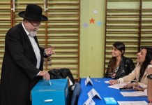 An Israeli Ultra-Orthodox Jewish man casts his ballot at a polling station during the parliamentary election in Jerusalem, on March 17, 2015. Israel held parliamentary election on Tuesday. (Xinhua/Li Rui)(lyi)