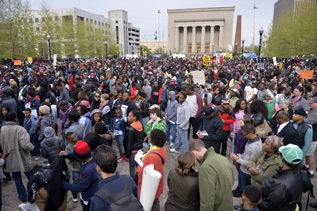 Hundreds of demonstrators hold a rally and march to protest against police brutality and the death of Freddie Gray, in front of the City Hall of Baltimore, Maryland, the United States, April 25, 2015. Protests continued for days in Baltimore against the overuse of police force surrounding the death of Freddie Gray, a 25-year-old black man, in local police van. (Xinhua/Yin Bogu)