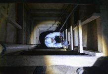 """A specialist inspects the tunnel where Mexico's drug kingpin Joaquin """"El Chapo"""" Guzman escaped through, in Almoloya de Juarez, Mexico, on July 14, 2015. Mexican drug lord Joaquin """"El Chapo"""" Guzman could not have escaped from prison without inside help, Interior Minister Miguel Angel Osorio Chong said on Monday, pledging to bring to justice all those involved in the brazen scheme. (Xinhua/Mario V?zquez/MVT) (jp)"""