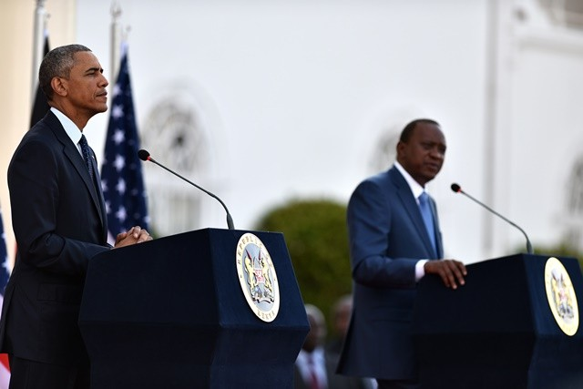 U.S. President Barack Obama(L) and his Kenyan counterpart Uhuru Kenyatta attend a joint press conference in Nairobi, Kenya, July 25, 2015.  Kenya and the U.S. on Saturday reaffirmed their commitment on security cooperation and in the war against terrorism to help prevent future terror attacks in the East African nation. (Xinhua/Sun Ruibo)