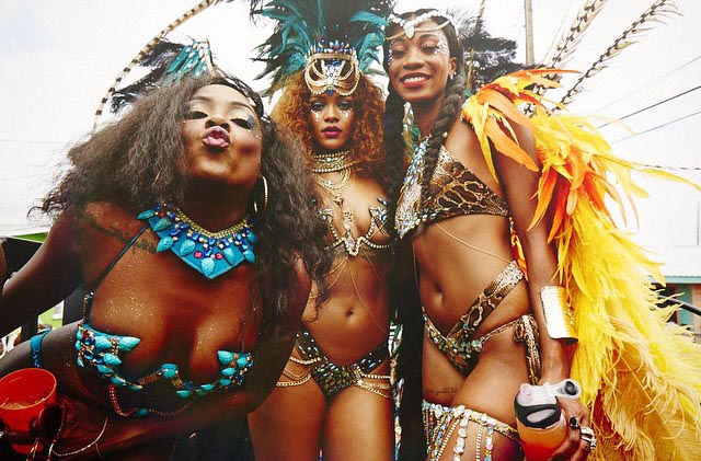 nearly-naked-rihanna-twerks-at-kadooment-day-parade-in-barbados