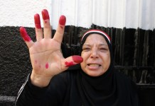 A voter displays her ink-strained fingers outside a polling station in Cairo, Egypt, on Nov. 22, 2015. Egyptians began voting Sunday in the second phase of the country's first parliamentary election since Islamist President Mohamed Morsi was ousted in 2013. (Xinhua/Ahmed Gomaa)