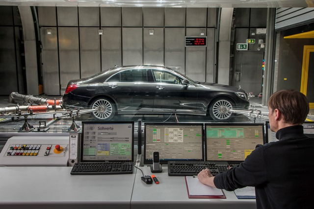 S-Class with the CO2-based air conditioning system in the aeroacoustic wind tunnel in Sindelfingen, Germany