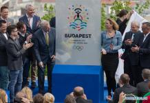 BUDAPEST, April 14, 2016 (Xinhua) -- Guests unveil the logo which Hungary plans to use in its bid for the 2024 Olympic and Paralympic Games, during the unveiling ceremony on the top of Gellert Hill in Budapest, Hungary, April 14, 2016. (Xinhua/Attila Volgyi)