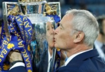 AFP / Adrian Dennis Leicester City's manager Claudio Ranieri kisses the Premier League trophy on May 7, 2016