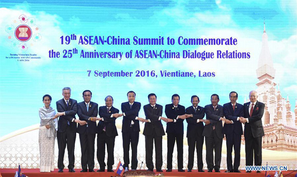 Chinese Premier Li Keqiang (5th L) attends the 19th summit between China and the Association of Southeast Asian Nations (ASEAN) to commemorate the 25th Anniversary of China-ASEAN Dialogue Relations, in Vientiane, Laos, Sept. 7, 2016. (Xinhua/Gao Jie)